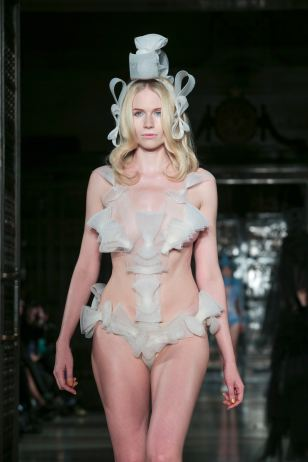24-the-vulgar-pam-hogg-future-past_war-and-peace-30-autumn_winter-2015-16-rtw-image-permission-simon-armstrong